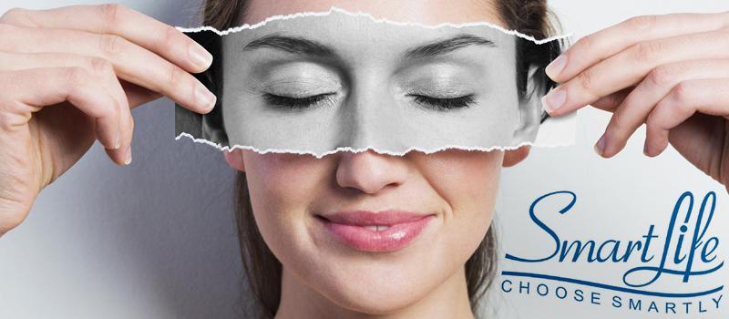 استیک دور چشم را آبرسانی کرده و می تواند تیرگی، سیاهی و گودی زیر و دور چشم را برطرف نماید.  استیک آلکالاین آب غنی از هیدروژن تولید می کند که بهترین نوشیدنی برای مرطوب کردن پوست می باشد.